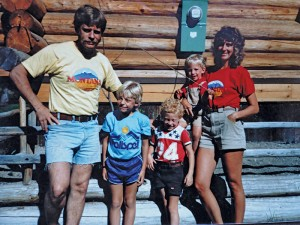 Jerry, Brian, Aaron, Nathan and Linda pose for a family photo in the early 1980s.